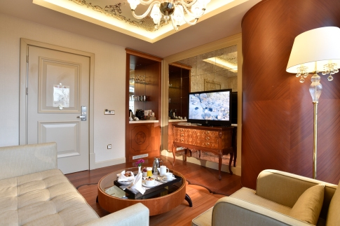 Luxury-Suite-3